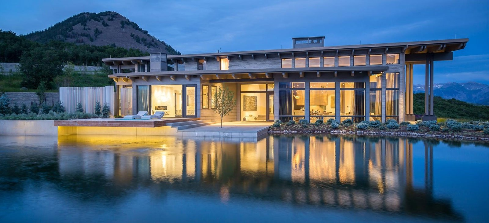 Luxury homes with mountain view in Colorado